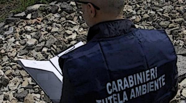 Immagine di un carabiniere durante un sequestro