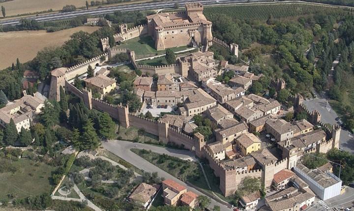 fotodall'alto di un borgo italiano