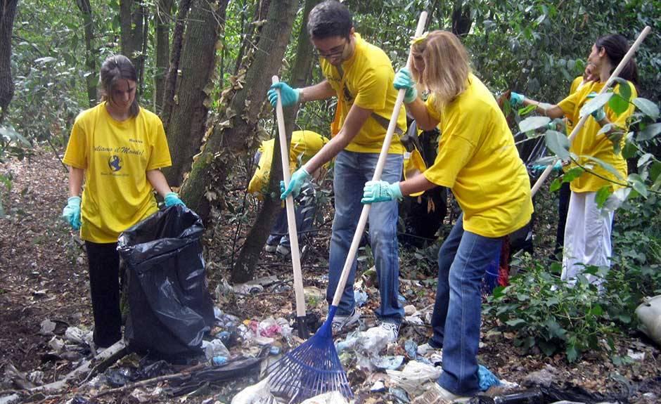 foto di volontari di Puliamo il mondo