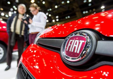 epa05721681 A company logo at a Fiat car presented at the Brussels Motor Show in Brussels, Belgium, 16 January 2017. Reports earlier in January stated that the US Environmental Protection Agency EPA accused Fiat Chrysler Automobiles (FCA) of rigging more than 100,000 diesel-powered vehicles to deceive emissions tests. FCA shares tumbled some 18 per cent at the New York Stock Exchange, NYSE, following the  announcement, and caused a brief suspension of trading in FCA shares. The Brussels Motor Show runs from 14 to 22 January 2017.  EPA/STEPHANIE LECOCQ