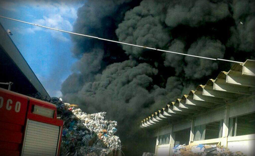 incendio-a-pomezia-nube-tossica-fumo-2