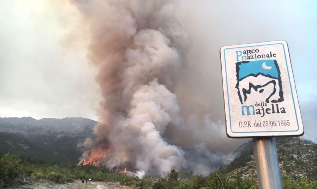 Monte Morrone in fiamme