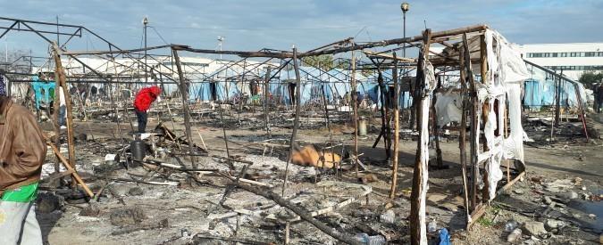 Rosarno, incendio nella tendopoli dei migranti