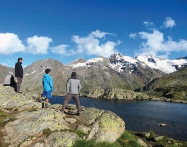 foto di un paesagio alpino