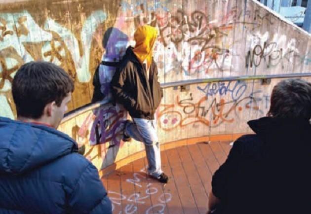 foto di ragazzi in città