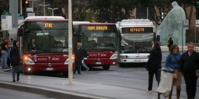 immagine di autobus al capolinea
