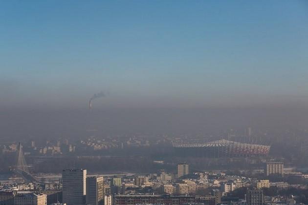 un'immagine di Varsavia avvolta dallo smog