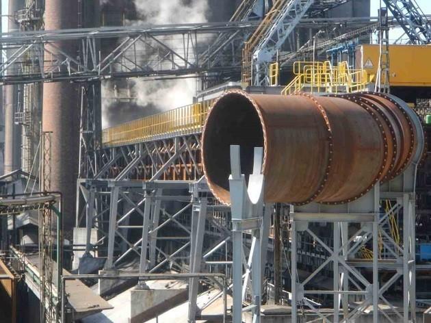 un'immagine all'interno dello stabilimento industriale della Italiana Coke