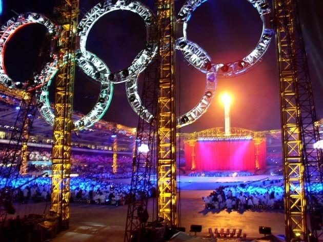 un'immagine della cerimonia che ha aperto le Olimpiadi invernali di Torino nel 2006