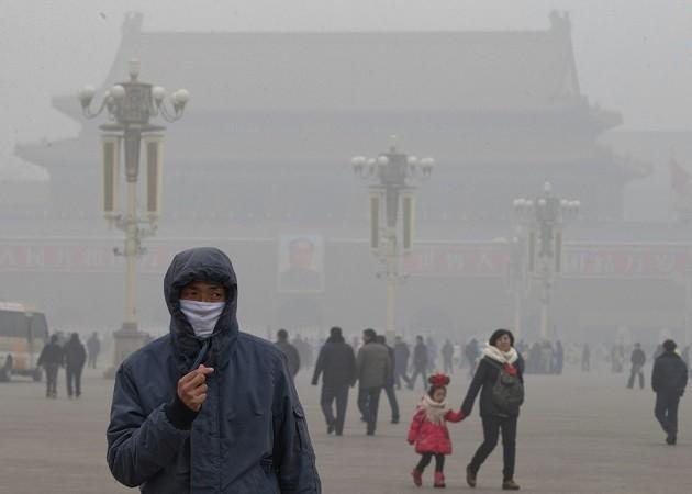 immagine del centro di Pechino invaso dallo smog