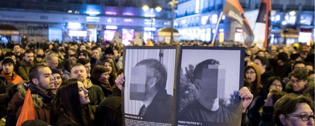 immagini di proteste a Madrid