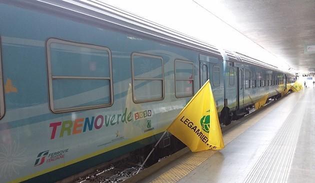 un'immagine del Treno Verde in sosta a Trieste