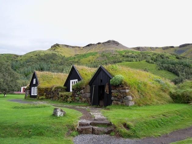 immagine di un paesaggio islandese senza alberi