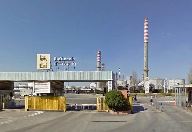 una foto della Raffineria Eni di Stagno