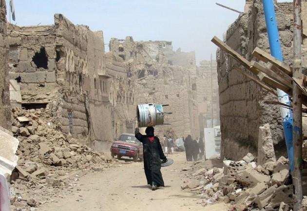 un'immagine di Sana'a distrutta dai bombardamenti sauditi