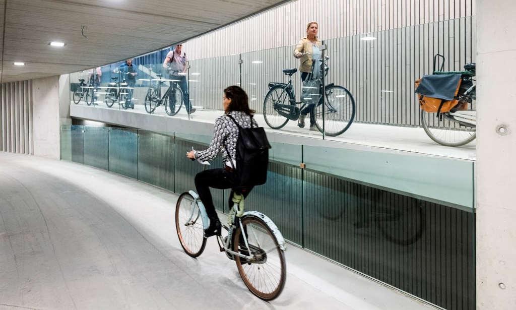 immagine di una stazione per bici a Utrecht