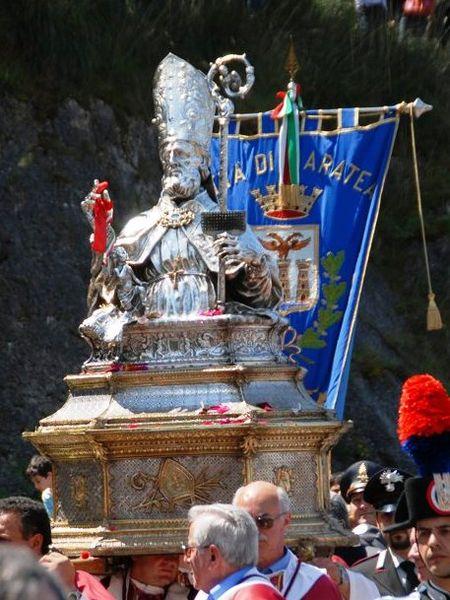 foto della statua di San Biagio