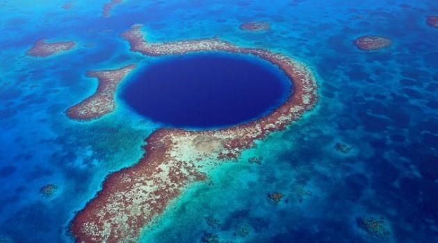 immagine aerea della barriera corallina del Belize