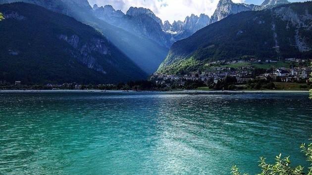 un'immagine del lago di Molveno