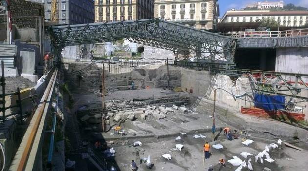 immagine dei lavori per la metro di Napoli