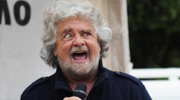 primo piano del comico genovese Beppe Grillo