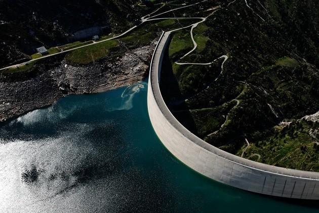 un'immagine della diga in Val di Lei