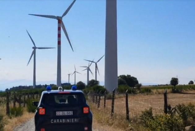 """un'immagine del blitz dei Carabinieri nell'operazione """"Via col vento"""""""