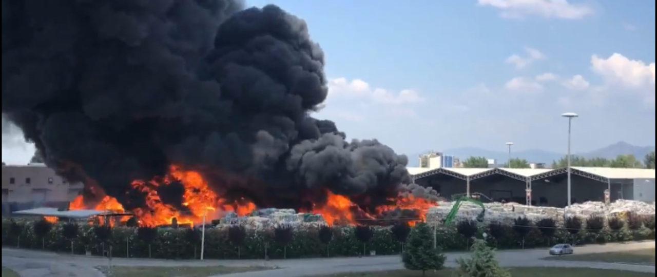 foto dell'Incendio a ditta Di Gennaro di Caivano
