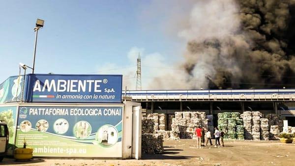 Incendio piattaforma Ecologica Ecoballe San Vitaliano