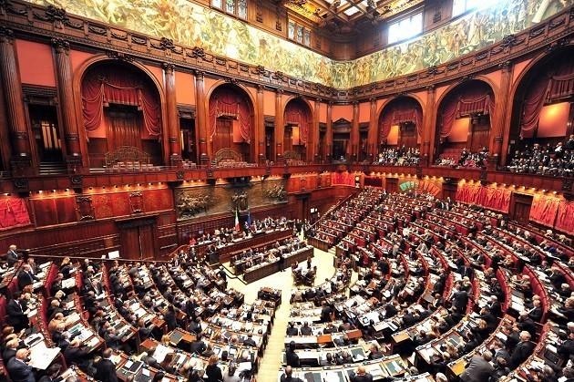 una foto dell'Aula di Montecitorio durante i lavori parlamentari