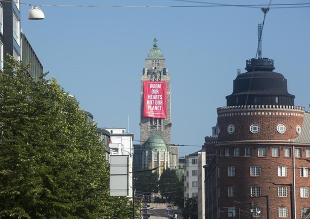 Putin Trump ad Helsinki, lo striscione di Greenpeace