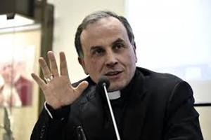 foto del vescovo di Rieti Domenico Pompili