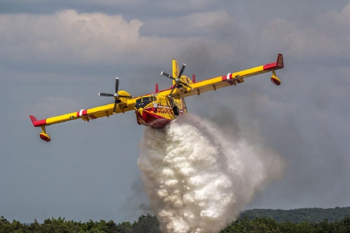 Canadair_incendi_Toscana_lucca