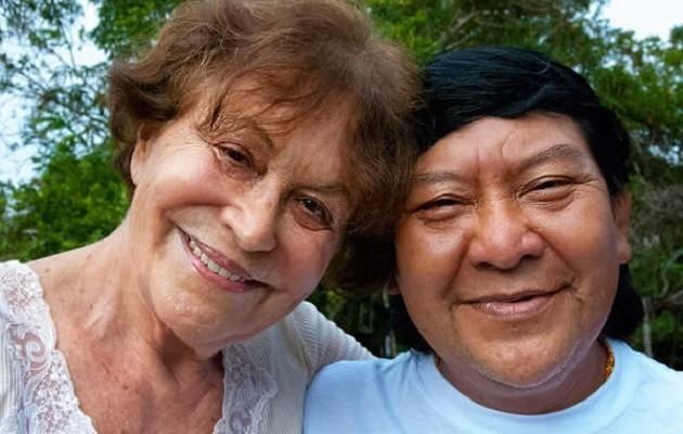 Claudia Andujar con lo Sciamano Yanomami Davi Kopenawa