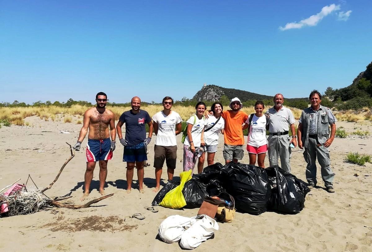 Pulizia Collelungo Pelagos: intervento nella spiaggia di Collelungo