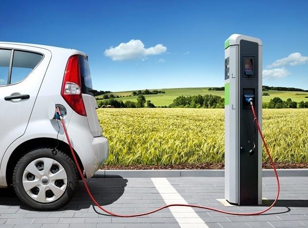 Rifornimento di energia di un auto elettrica