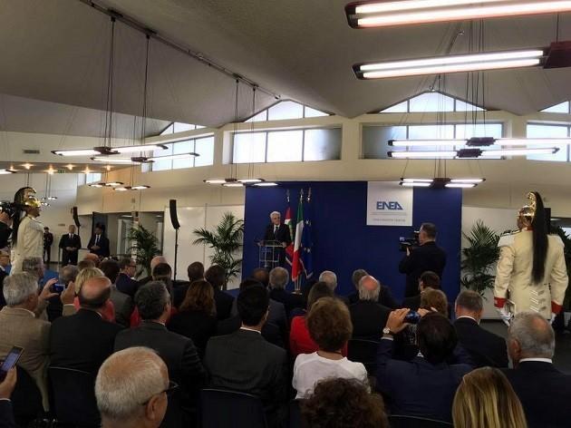 Mattarella parla di fronte al pubblico al Centro Enea di Roma