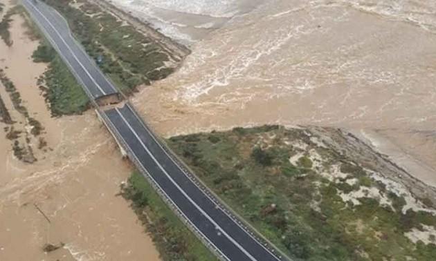 foto aerea che mostra la strada che da Cagliari va al Comune di Capoterra lesionata dalle piogge