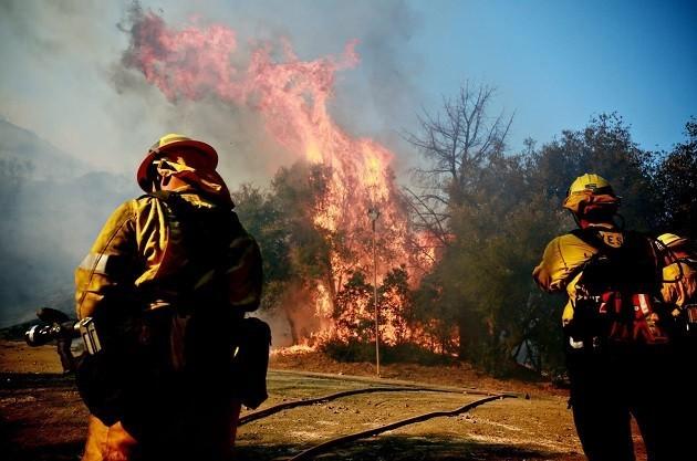Vigili del fuoco in azione in California