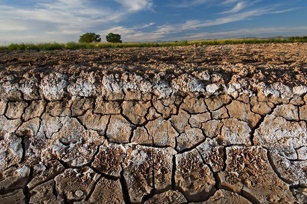 Un'immagine di campagna devastata dal cemento