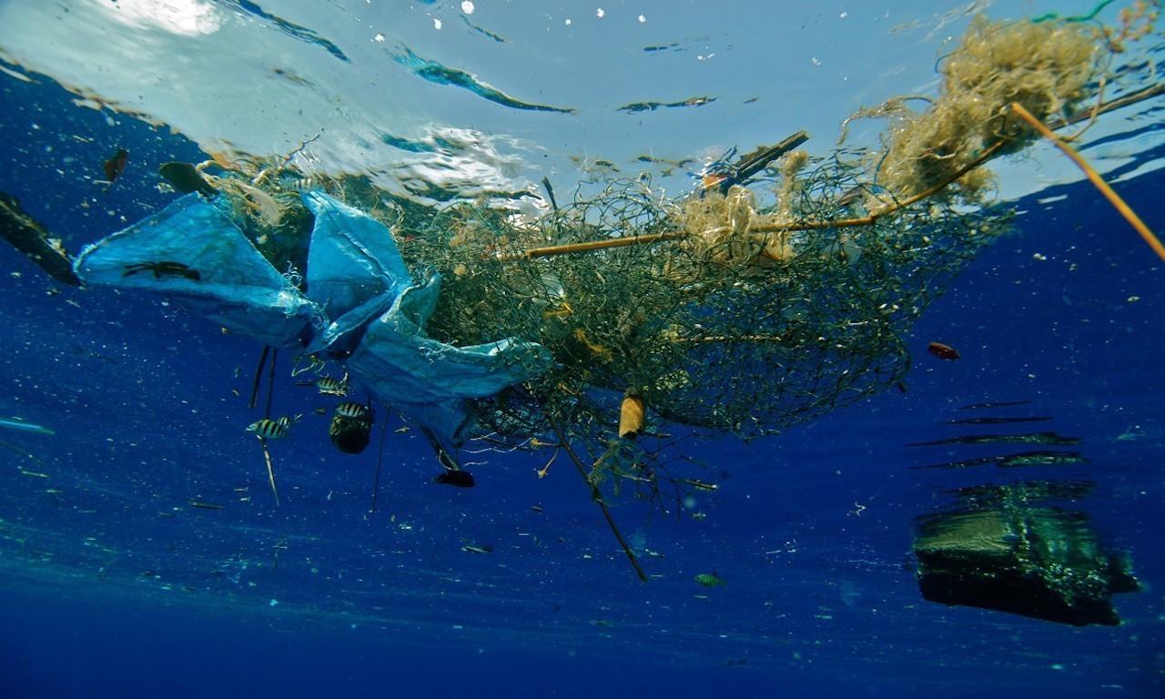 Rifiuti di plastica nei fondali marini