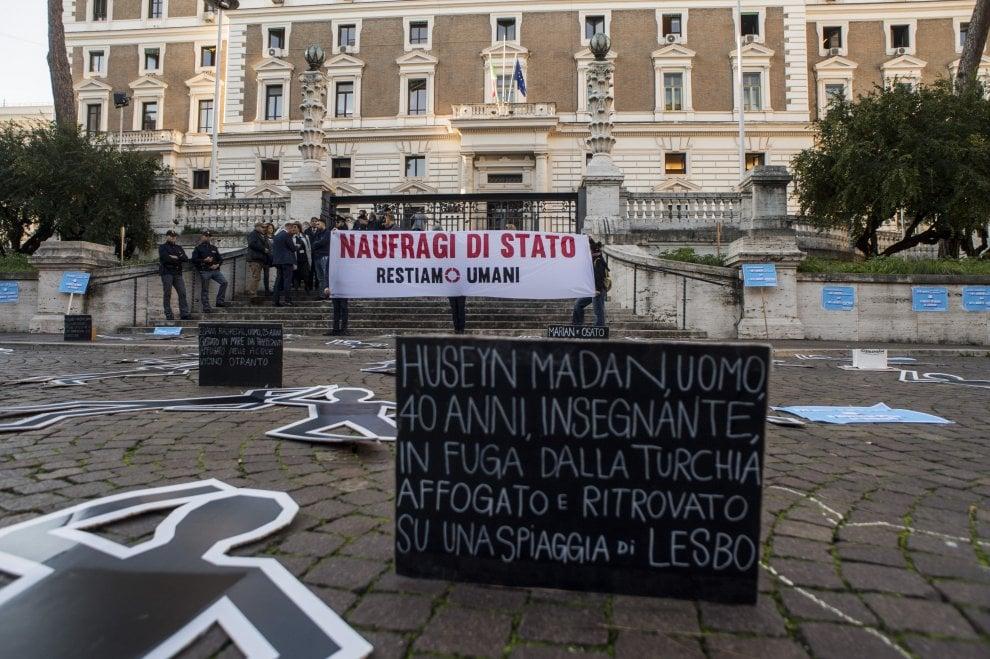 Manifestazione non violenta al Viminale della Rete Restiamo Umani