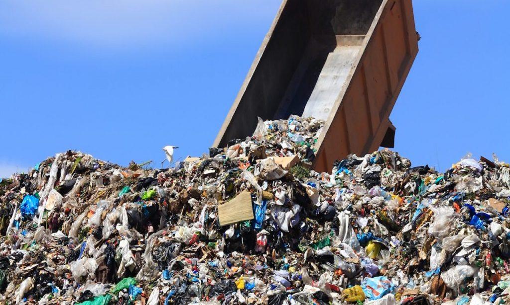Un'immagine di una discarica di rifiuti