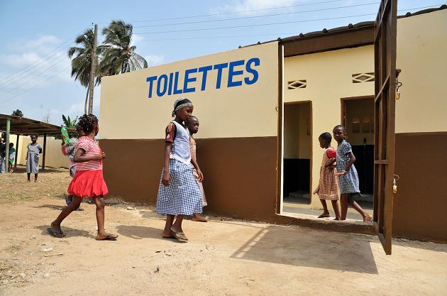 La fotografia dei servizi igienico sanitari in un Paese africano