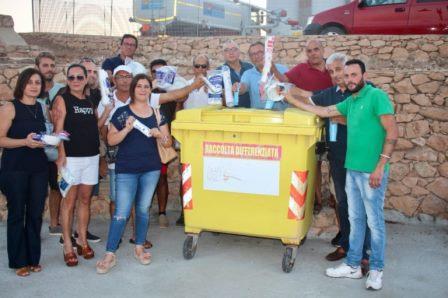 foto di campagna contro l'uso della plastica monouso
