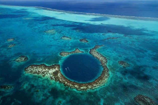 Un'immagine dall'alto della barriera corallina in Belize