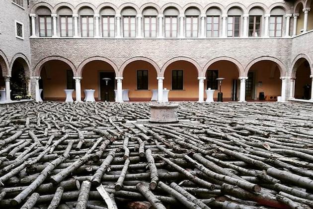 Un'installazione esposta a Mantova in occasione del Forum Mondiale Sulla Forestazione Urbana
