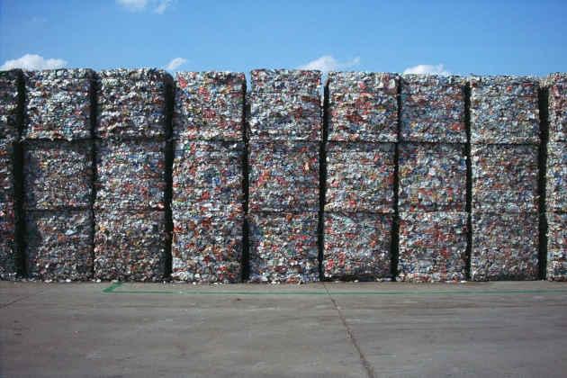 L'immagine di balle di rifiuti differenziati