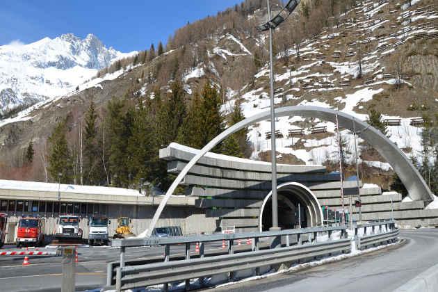 L'ingresso per i mezzi al traforo del Monte Bianco