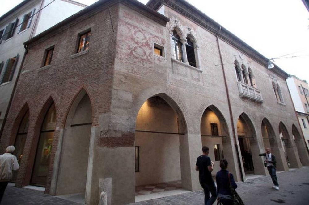Ca' De Ricchi, la mostra a Treviso